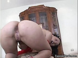 Arab girl with a nice ass rubbing